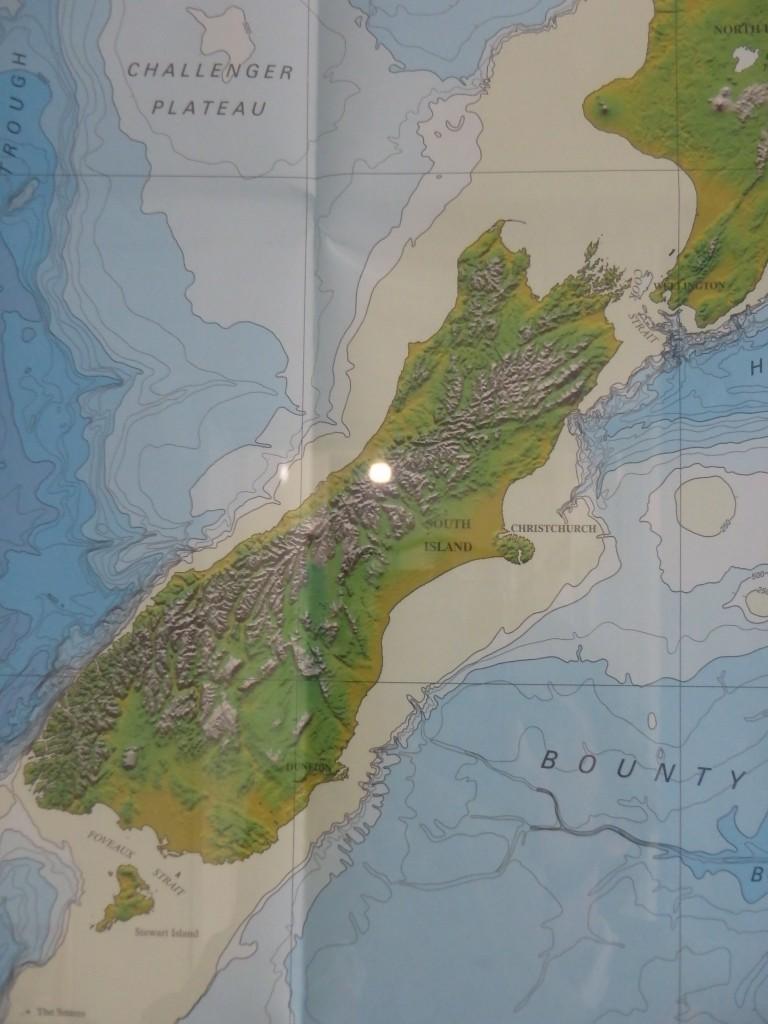 Kaikoura 'est en haut à droite là où le fond bleu touche la terre : le canyon!